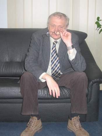 silviu-lupescu-in-birou_2.JPG