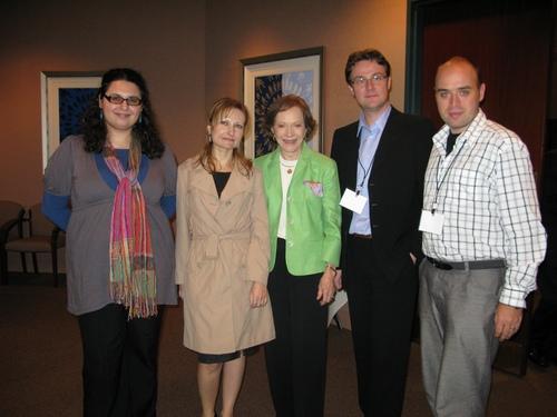 Giorgiana Ilie (Esquire Romania), Emilia Chiscop (Ziarul de Iasi), Rosalynn Carter, Vlad Mixich (Hotnews) si Razvan Vintilescu (Catavencu) - bursieri Carter, la Atlanta, 16 sep. 2009